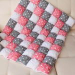 Бело-розо-серое одеяло бонбон со звездочками для малыша