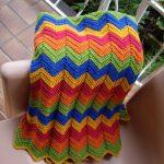 Большой плед из разноцветных зигзагов