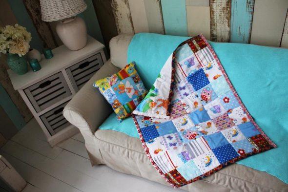 Детское лоскутное одеяло-покрывало