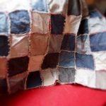 Джинсы разных цветов можно применить для изготовления одеяла