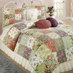 Лоскутное одеяло из цветочных квадратиков