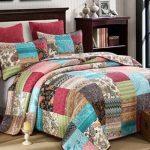 Лоскутное одеяло-покрывало в комплекте с подушками