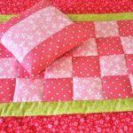 Небольшое лоскутное одеяло для девочки