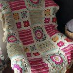 Оригинальное покрывало на кресло с нежными цветочками