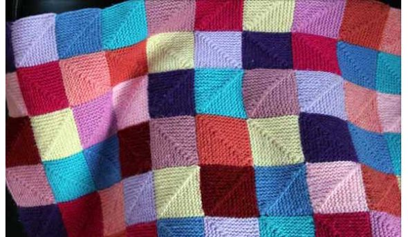 Пледы из квадратов, вязаных от угла