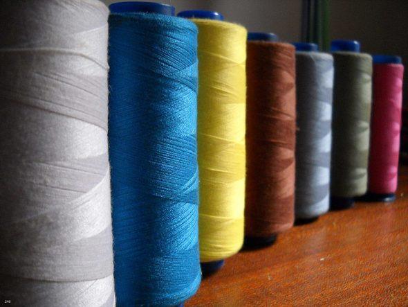 Разноцветные нитки