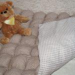 Самодельное одеяло-бонбон в кофейных тонах