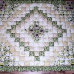 Стеганое одеяло-покрывало в зелено-бежевом цвете