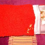 Бело-красный кукольный комплект постельного белья