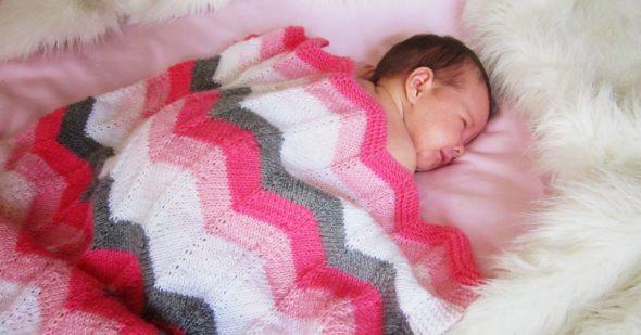 Белый, розовый, малиновый и серый оттенки для пледа для новорожденных