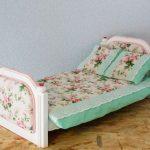 Цветочные мотивы для кукольной кроватки
