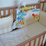 Красивые зайки для детской кроватки