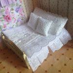 Миниатюрное постельное для кукол