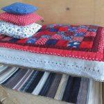 Кукольные одеялка и подушки ручной работы