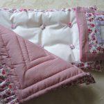 Нежный комплект в кукольную кроватку своими руками