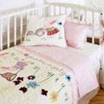 Нежный постельный комплект в кроватку для девочки