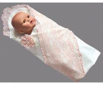 Плед-конверт с кружевами для новорожденного