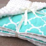 Плюшевое детское одеяло с узорами
