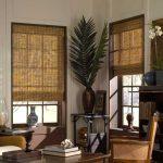 Оформление окон кабинета бамбуковыми шторами