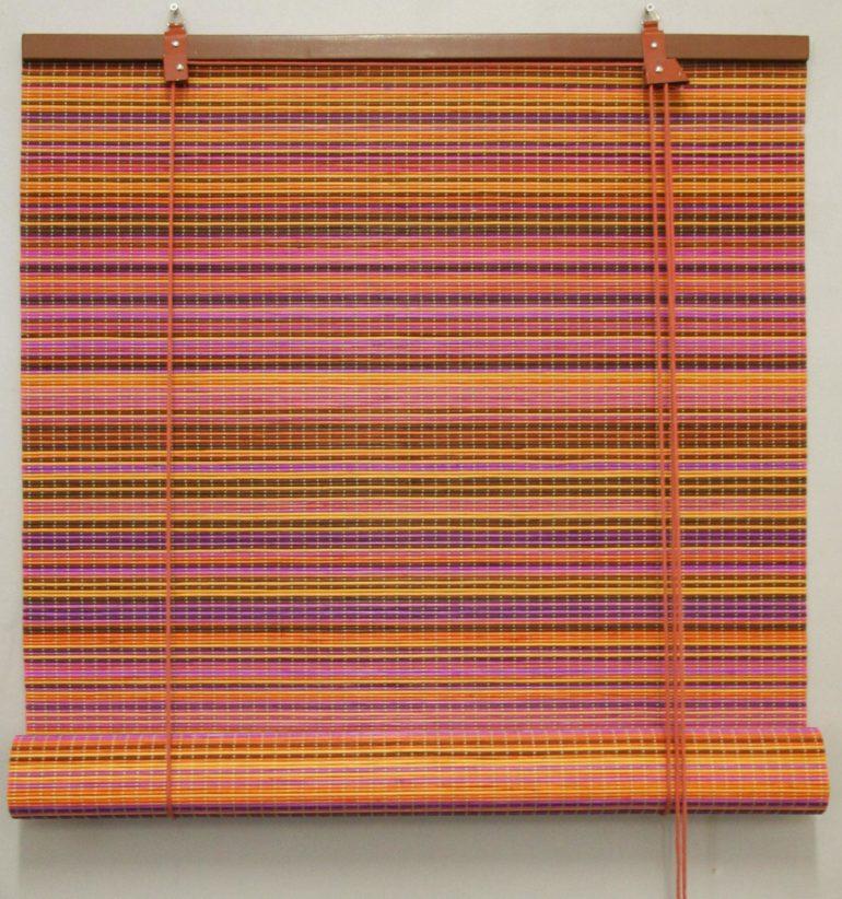 Разноцветная бамбуковая штора рулонного типа
