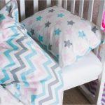 Детская кроватка с самодельной постелькой