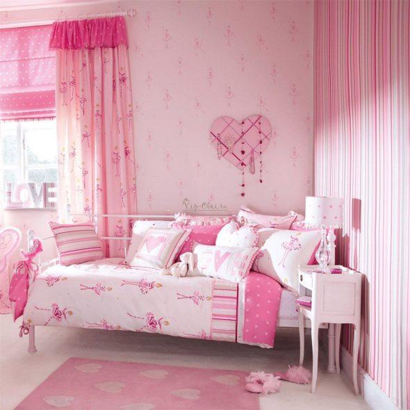 Розовая комната с розовыми шторами