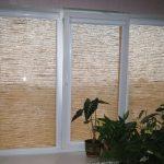 Рулонные шторы из натурального материала на ПВХ-окне
