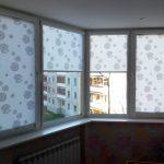 Угловое окно с рулонными шторами