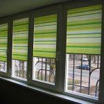 Разноцветные полоски на рулонных шторах