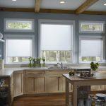 Декорирование окон кухни-гостиной в частном доме