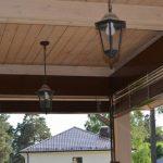 Рафшторы под потолком веранды частного дома