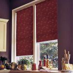 Роллеты открытого типа на кухонном окне