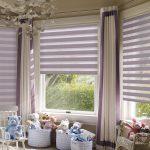 Фиолетовые шторы на окнах детской