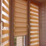 Шторы из полосок ткани на окне балкона
