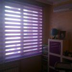 Рассеянный свет в комнате с рулонными шторами