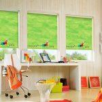 Оформление окон в детской комнате рулонными шторами
