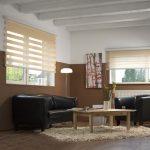 Дизайн гостиной с черным диваном