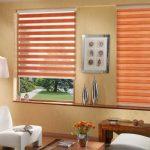 Рулонные шторы с полосками морковного цвета