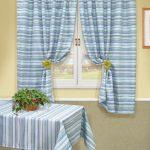 Голубые шторы и скатерть в полоску
