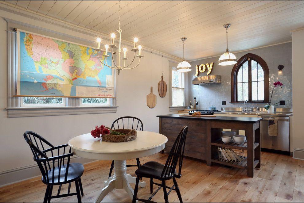 Карта мира на рулонной шторе в кухне-гостиной