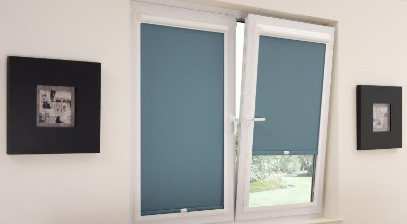 Закрытые рулонные шторы с серым полотном