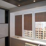 Коричневые шторы на ПВХ-окне новой квартиры