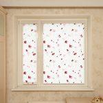 Светлые шторы на окне в детской комнате