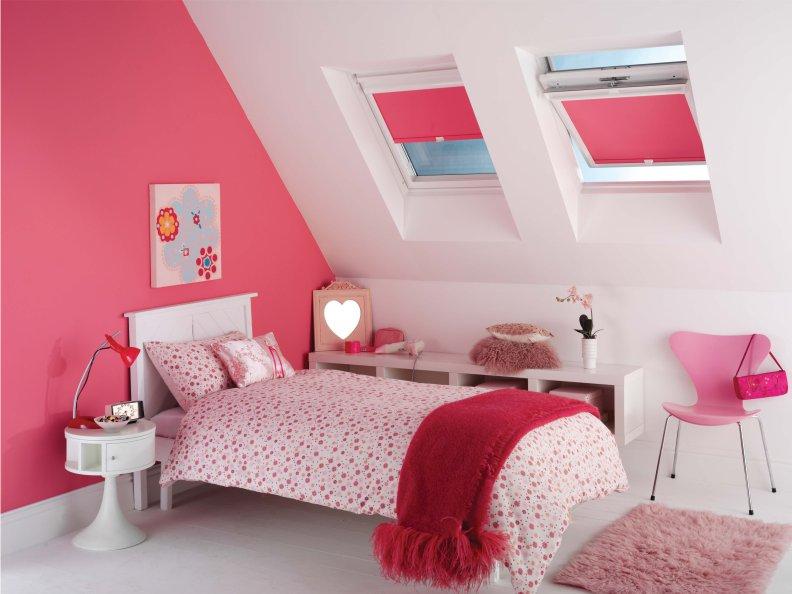 Интерьере детской комнаты для девочки в мансарде