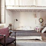 Комната в два яруса со спальным местом на полу