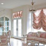 Короткие розовые шторы для классического стиля