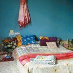 Необычная постель на полу для спальни