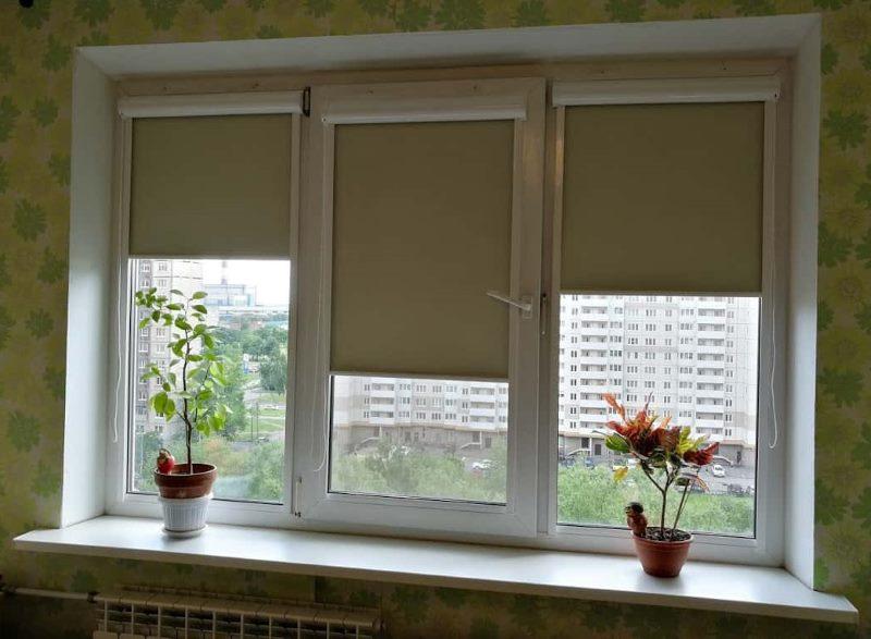 Кассетные шторы на ПВХ-окне в квартиры улучшенной планировки