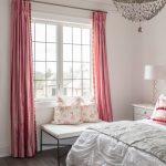 """Оттенок """"пыльная роза"""" в сочетании с белым станет настоящим украшением для спальни"""