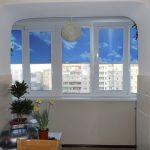 Присоединенный балкон с рулонными шторами